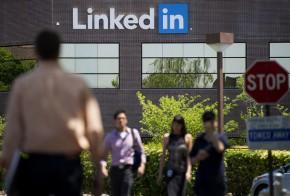 linkedin-customers-say-company-hacked-their-e-mail-address-books